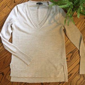 J Crew wool tan v-neck sweater. Size xs.  EUC